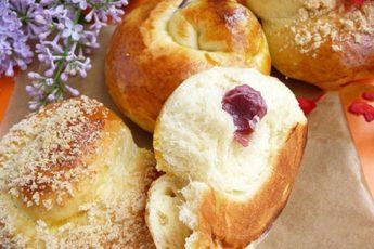 Обалденные булочки с вишней: легкий и быстрый рецепт, который нужно сохранить