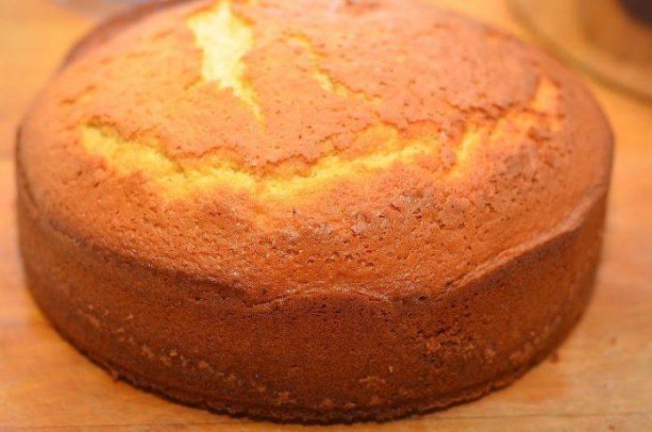 Рецепт пышного бисквита на кефире. Даже новичку не составит труда его приготовить!