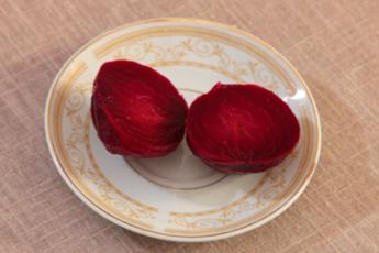 Рецепт изумительного овощного салата со свеклой, который стоит попробовать 1