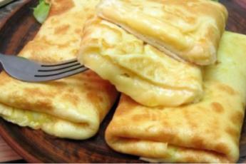 Рецепт вкуснейших конвертиков из омлета с сырной начинкой. Лучший завтрак для всей семьи 1