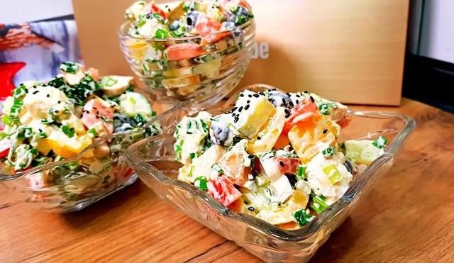 Аппетитный и удивительно вкусный салат «Белоснежка» 1