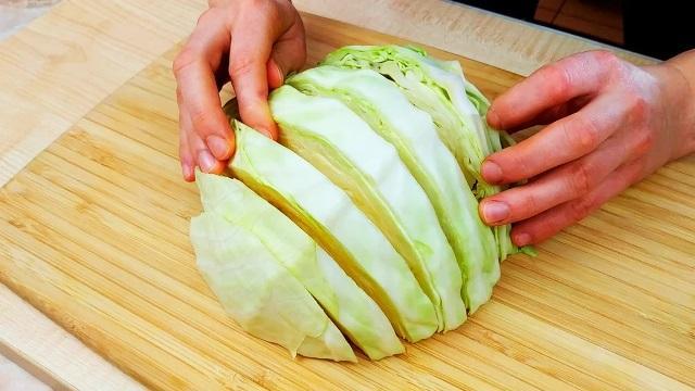 Как вкусно приготовить обычную капусту на ужин: быстро и бюджетно выходит 1