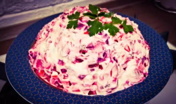 Попробовал в гостях вкусный свекольный эстонский салат «Розолье». Теперь готовлю его в замен винегрету 1